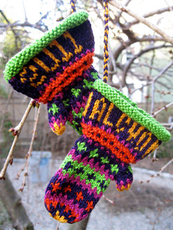 Christmas Mitten Ornament - 3/2 Pearl Cotton