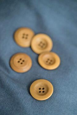 Corozo Gold Button