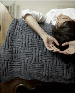 Basket Weave Throw in Alpaka Reina by Araucania color A charcoal