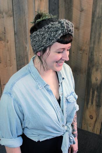Knitting patterns Head On - Earwarmer Pattern