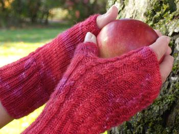 Knitting patterns Endless Ruby Mitts - DK/Light Weight