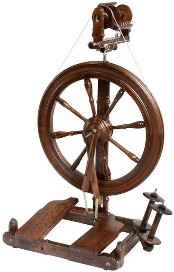 Spinning equipment Kromski Sonata Double-Treadle Spinning Wheel, Walnut