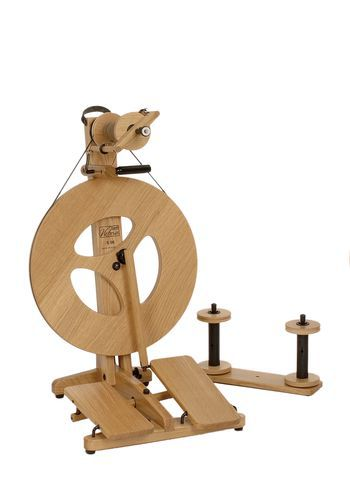Spinning equipment Louet Victoria Oak Double-Treadle Folding Spinning Wheel