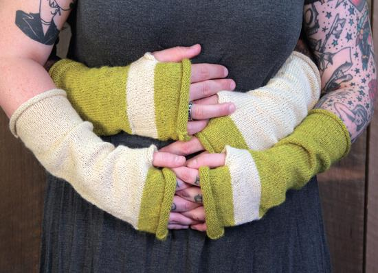 Knitting Patterns Whole Wide World - Fingerless Mitts