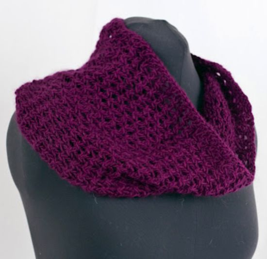 Highland Duo Cell Stitch Cowl Knitting Pattern Halcyon Yarn