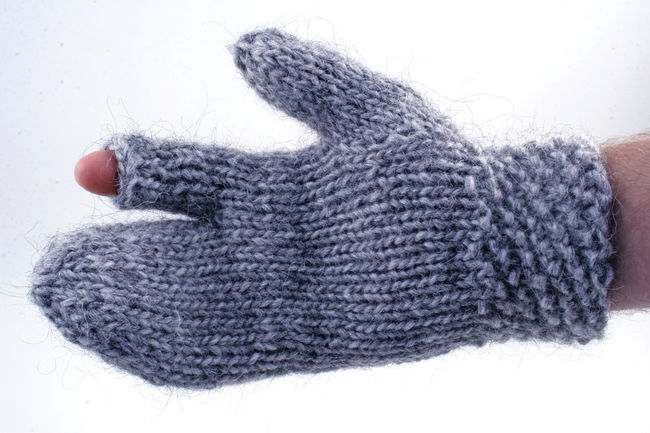 Knitting Patterns Guard's Gauntlet - Bulky weight wool