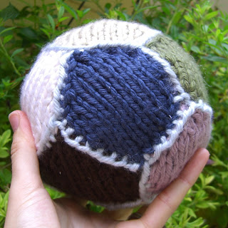 Knitting for sports   free patterns, ideas, and color matching! College and p...