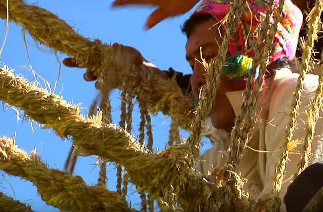 weaving-a-bridge-in-peru