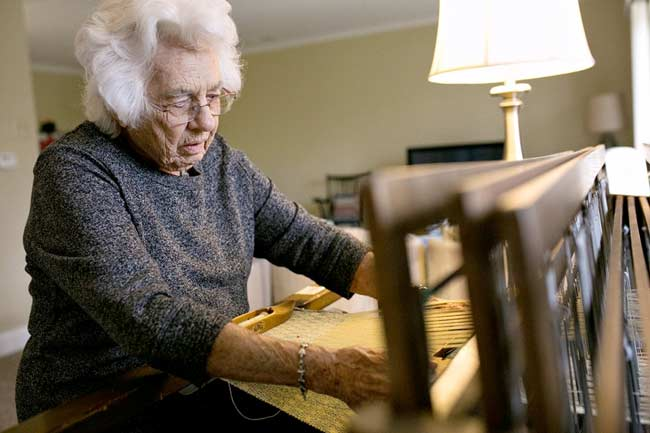 weaving-at-100-years-old